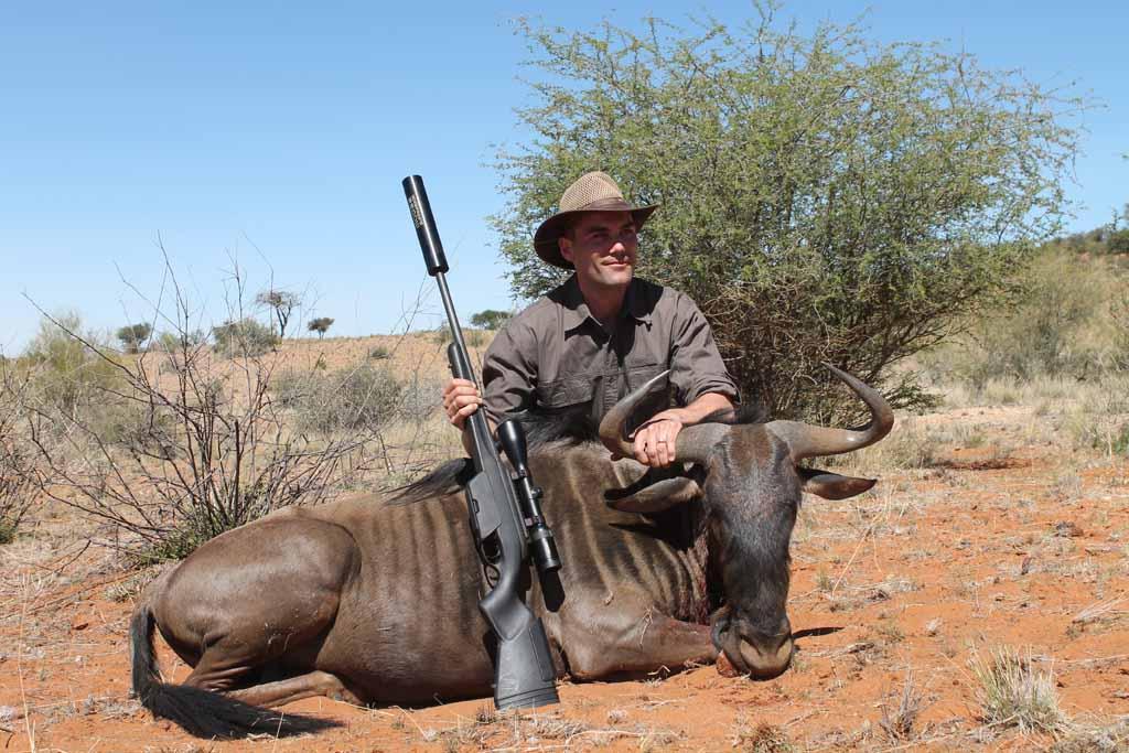 david-johansson-med-en-gnublue-wildebeest